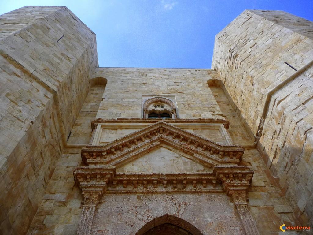 Faзade principale de Castel del Monte
