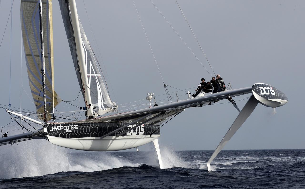 12/05/12. Les 5 corsaires de l'Hydroptere pour le record du monde du Pacifique