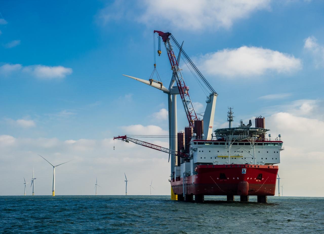 Ein einzigartiges Projekt – die letzte Turbine steht! / A unique project – the last one up!