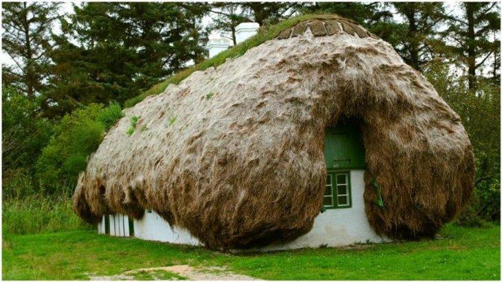 Удивительные дома с крышами из морских водорослей (1)