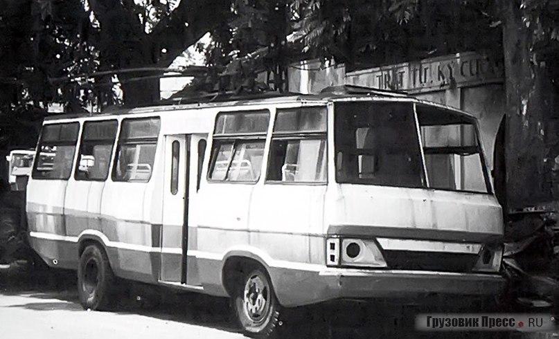 Троллейбус Thăng Long, изготовленный на шасси ЗИЛ-130-80 в 1990 г.