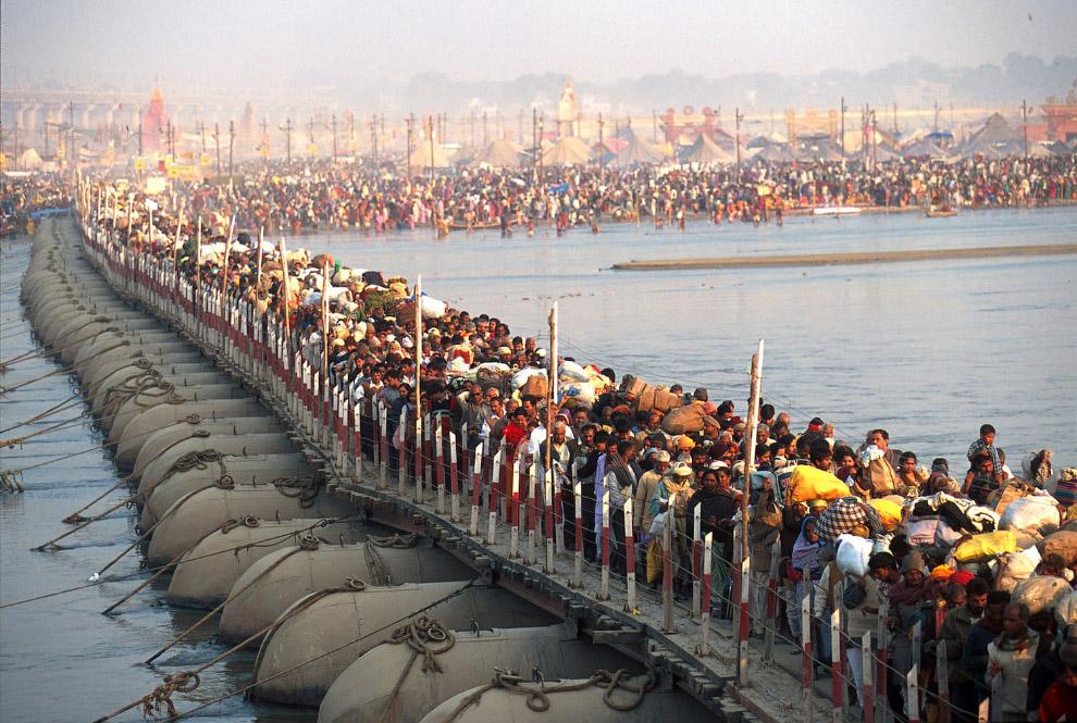 Как строят понтонные мосты в Индии