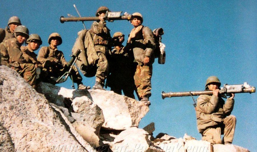 Гуркхи 11-го полка с захваченными «Стингерами» в Каргиле, 1999 год - Кто такие гуркхи | Военно-исторический портал Warspot.ru