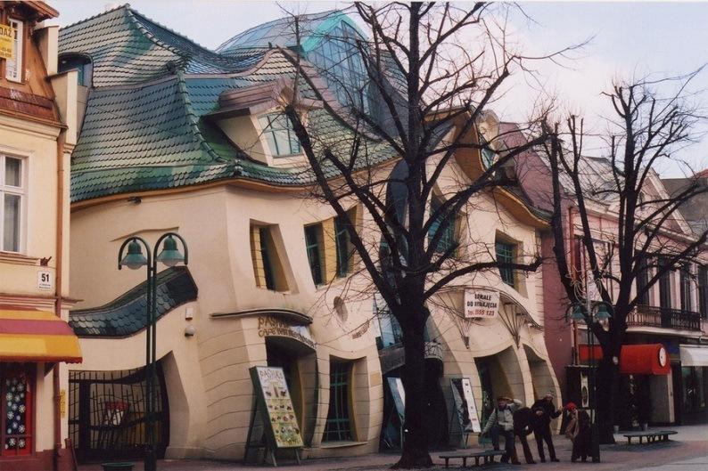 Необычные дома мира, фото Кривого дома в Польше