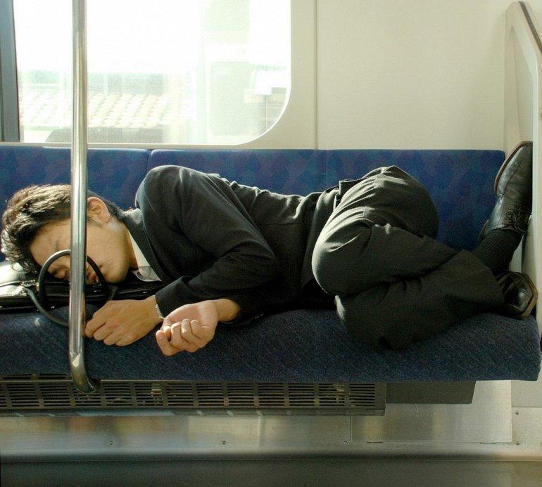 спящий японец
