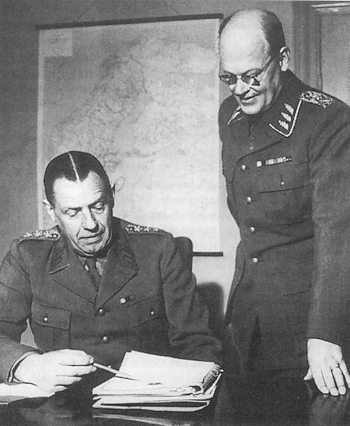 Главнокомандующий шведскими вооружёнными силами Нильс Сведлунд (слева) и начальник штаба вооружённых сил Ричард Акерман. 1 апреля 1951 года - Неудавшаяся ковка молота Тора | Военно-исторический портал Warspot.ru