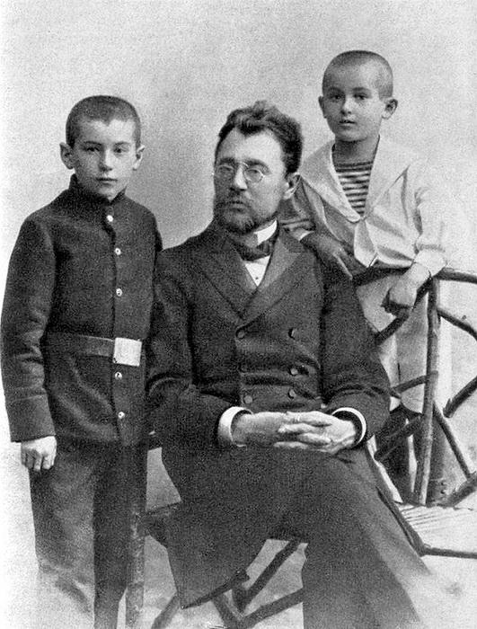 Братья Катаевы с отцом