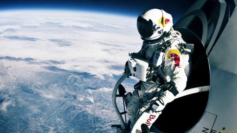 В космосе без скафандра?