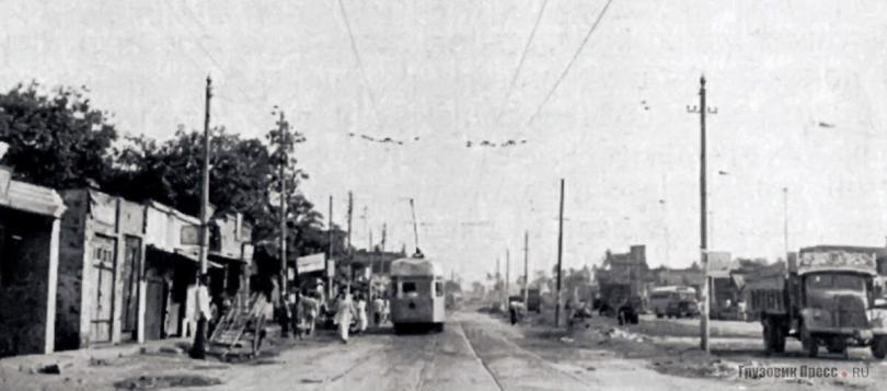 Троллейбусная линия в Калькутте была совмещена с трамвайной, 1977 г.