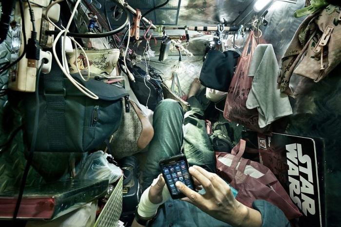 Случается и такое («coffin homes», Гонконг). | Фото: life.ru/ © Benny Lam.