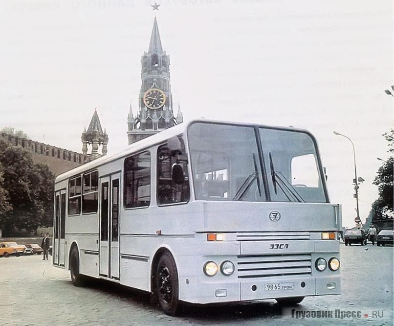Автобус сборки ЭЗСА на Красной площади в Москве