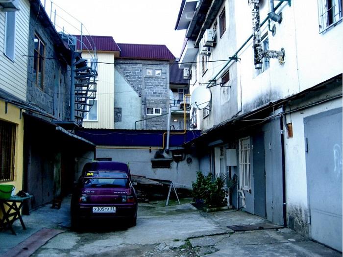 История обычных гаражей в Сочи, которые превратись в доходные многоэтажные дома