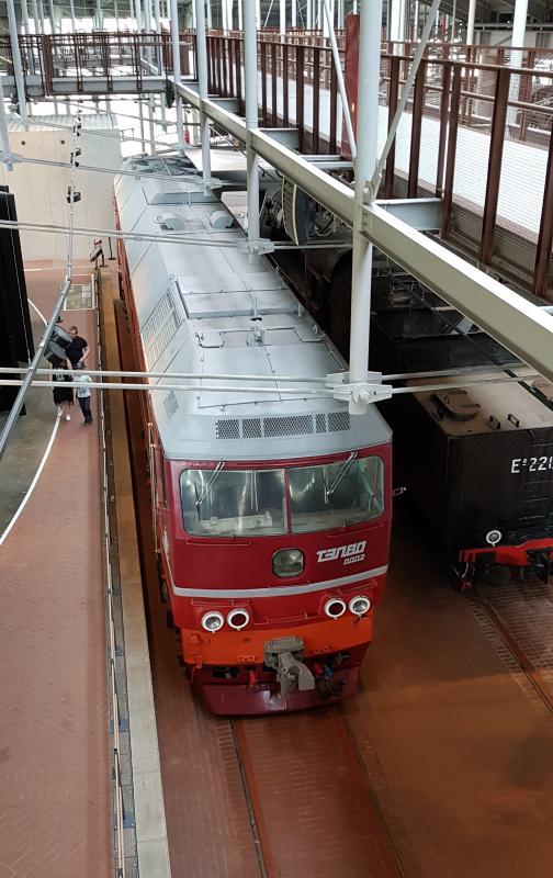 Вид сверху на тепловоз ТЭП80-0002 в Музее железных дорог России в С.Петербурге. Фото: Алексей Алексеев