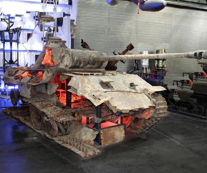 Из пушки Т-90 стрельнули по трофейной немецкой Пантере: Будущее встретилось с прошлым