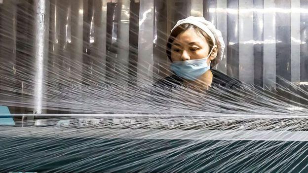 США ввели высокие пошлины на китайский текстиль