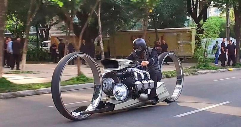 Мотоцикл без спиц, но с авиадвигателем