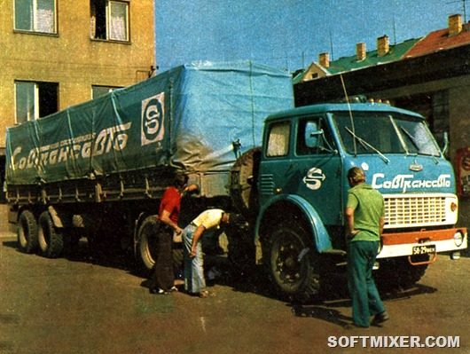Удлиненные рессоры улучшали плавность хода. Кабину сделали более комфортной — обеденный столик, противосолнечные козырьки, шторки, повышенная термо- и шумоизоляция. Ни один советский грузовик тех времен не мог обеспечить такого комфорта. Водителям «Совтрансавто» завидовали все коллеги.