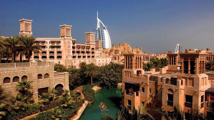 В ОАЭ бадгиры до сих пор охлаждают воду и огромные помещения, учитывая, что современные кондиционеры с этим не справляются. | Фото: badgiry-ac.