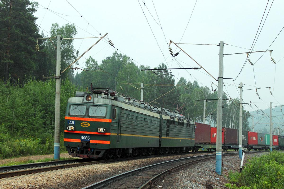 Российский электровоз ВЛ85-231 с грузовым поездом Россия, Красноярский край, перегон Сорокино - Красноярск-Восточный