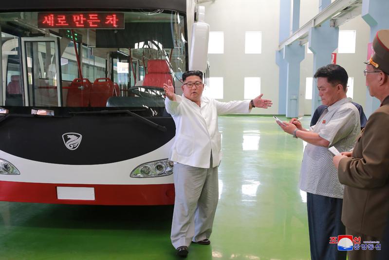 Xi л X* - fm ЛI,политика,Ким Чен Ын,новый,общественный транспорт