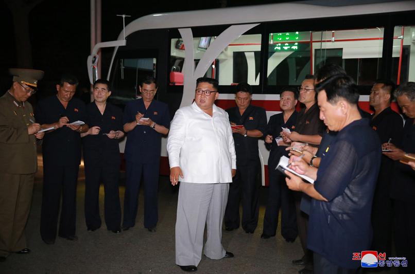 политика,Ким Чен Ын,новый,общественный транспорт