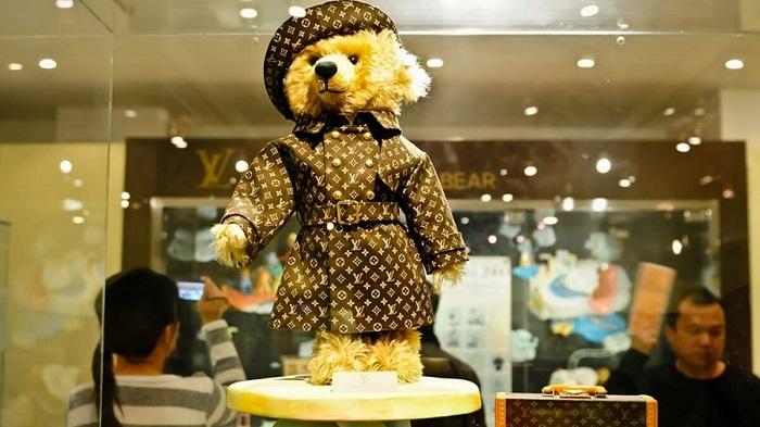 Плюшевый медведь от бренда стоит 2,1 миллиона долларов. / Фото: Popmech.ru
