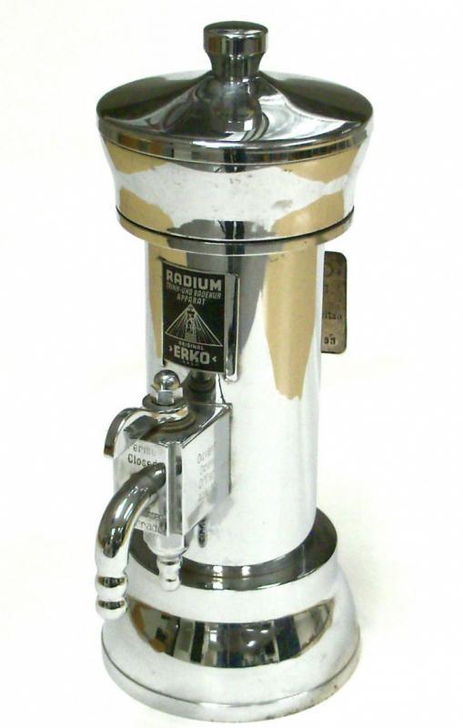"""На снимке изображен прибор, выпущенный немецкой фирмой """"Эрко"""" для домашнего пользования в 1936 году."""