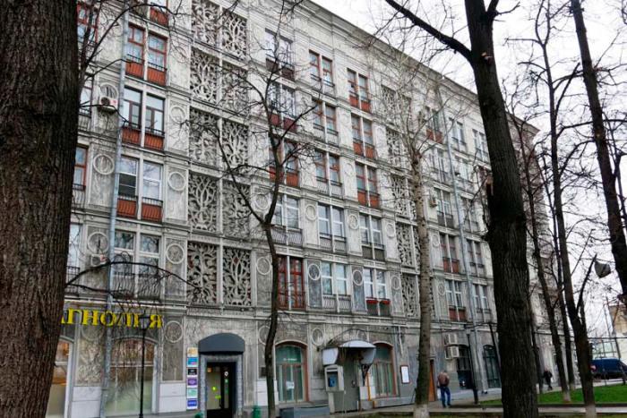 Этот необычный дом - единственный в своем роде. /Фото:berlogos.ru