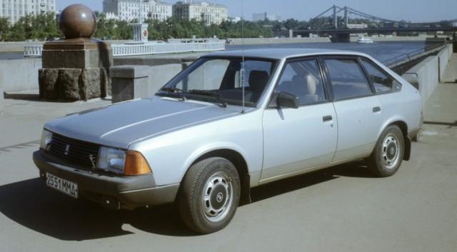 В ожидании «своего сердца» большинство ранних Москвичей сошли с конвейера с жигулевским двигателем 2106-70