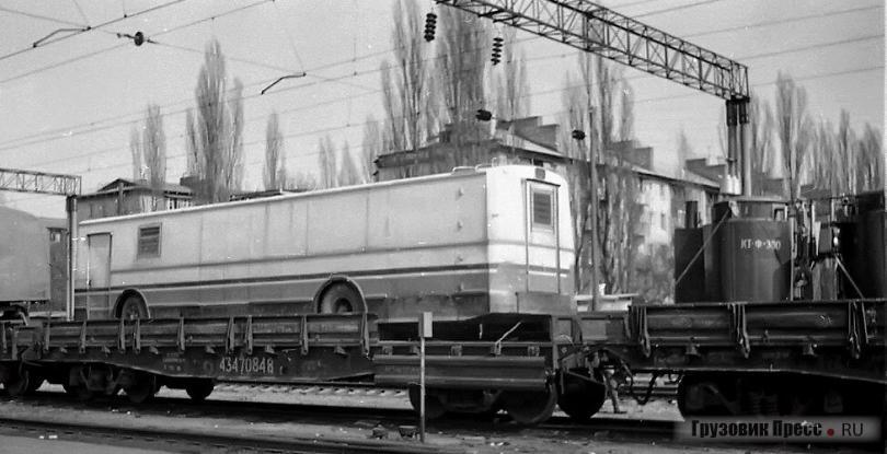 Индийский ЗИУ-682 в качестве прицепа использовался для хозяйственных нужд труппами «Союзгосцирка»