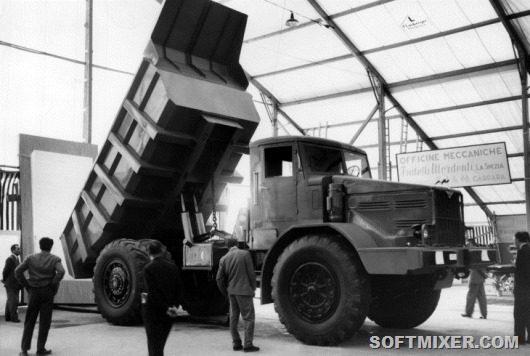 МАЗ-525 в сцепке со специально разработанным в Свердловске самосвальным прицепом мог перевозить груз до 65 тонн.
