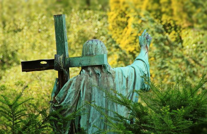 Католическая церковь ни реформ, ни конфликтов относительно перстосложения не знала