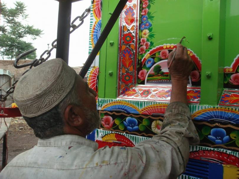 Грузовики-музеи на дорогах Пакистана