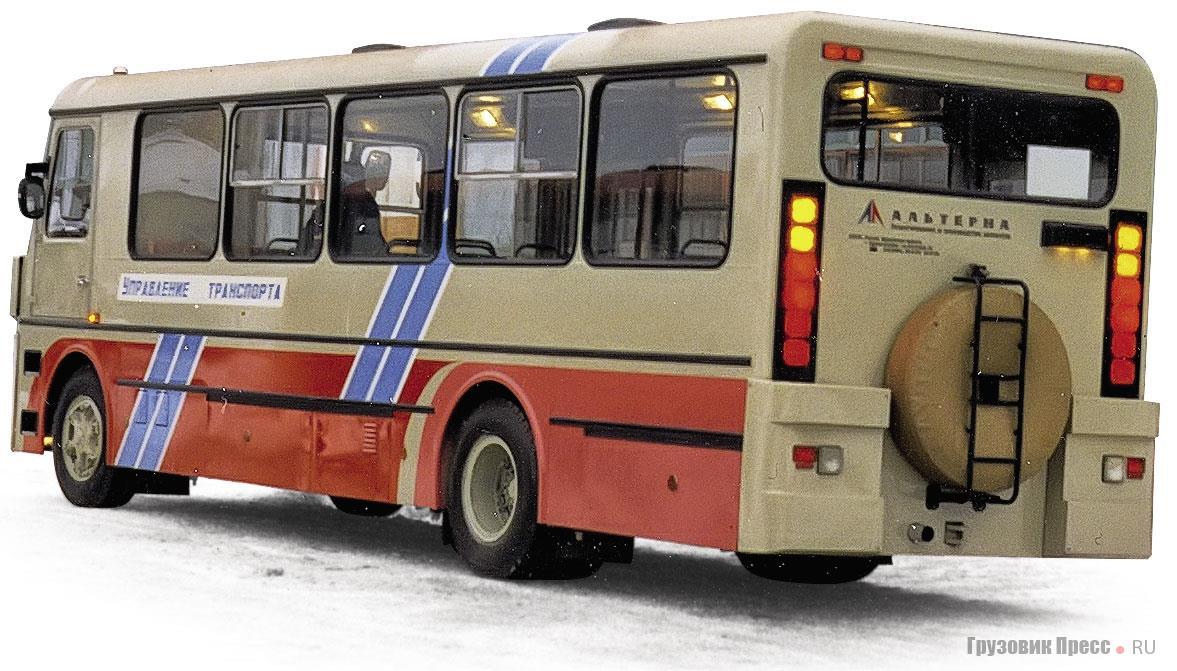 Сзади «Альтерна» выделялась достаточно редким для городских автобусов креплением запасного колеса