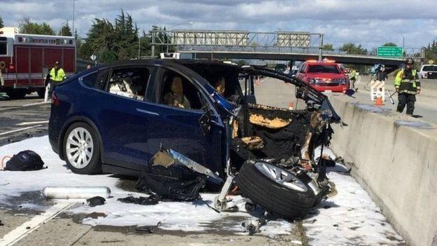 Кого должен спасти робокар в случае неотвратимой аварии - пассажира или пешехода? Ответ неочевиден