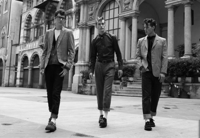 Старшеклассники в джинсах с отворотами / Фото: yandex.by