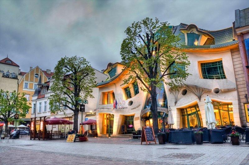 Самые необычные дома мира-фото Кривого дома в Сопоте