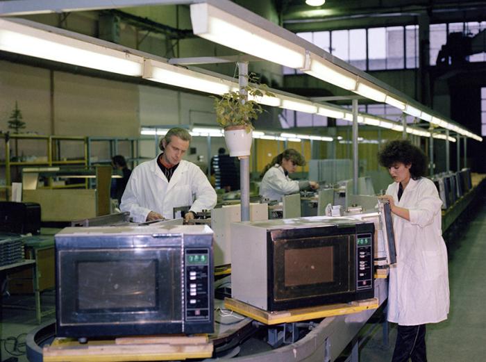 Производство микроволновок в СССР / Фото: kukublog.ru