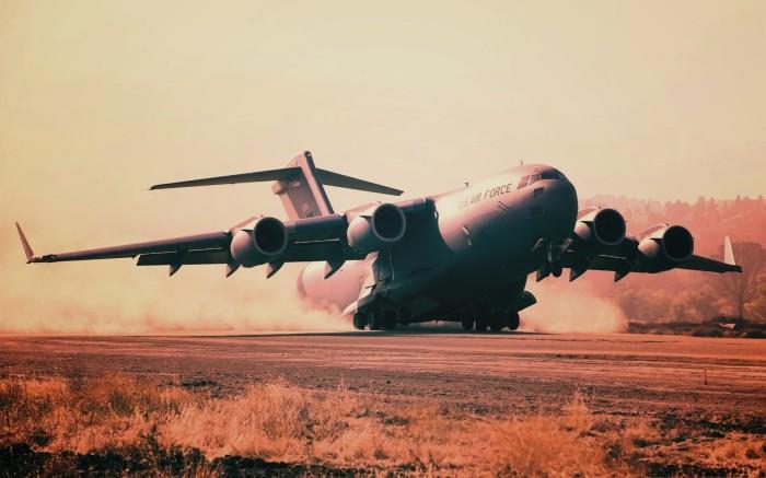 Самолет высокопланом.  Фото: oboi.ws.