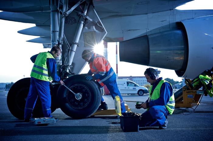 В любом случае, самолет проверят и подлатают. |Фото: bigpicture.ru.