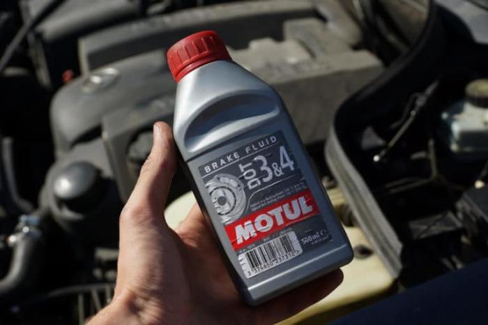 Это тормозная жидкость. |Фото: drive2.ru.