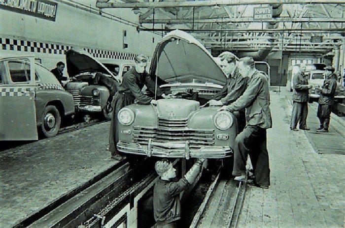 В послевоенные годы стали появляться станции техобслуживания / Фото: m.123ru.net