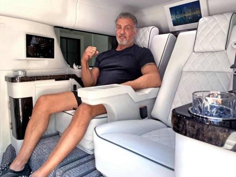 Сильвестр Сталлоне продает свой внедорожный лимузин Авто