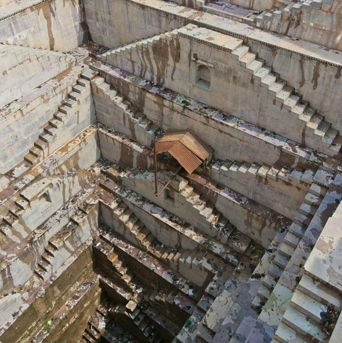 Раньше ступенчатые  колодцы играли важнейшую роль в жизни жителей Индии.