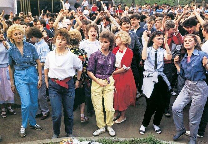 Как менялась школьная форма в России
