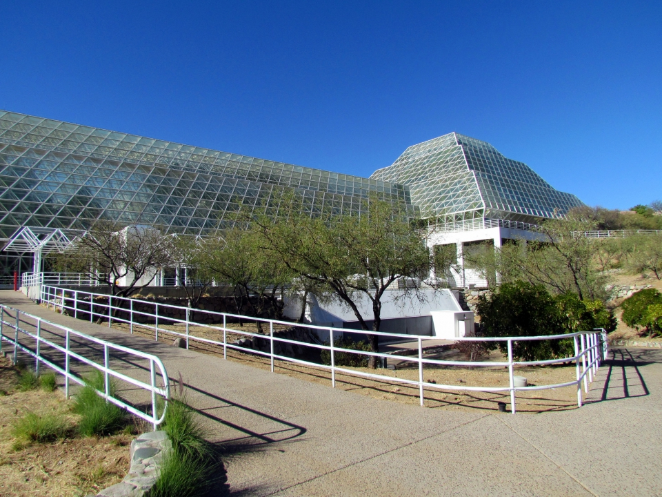 """Как начинался и чем закончился научный эксперимент """"Биосфера-2"""""""