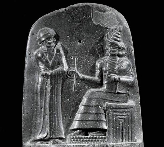 Вавилонский царь был очень мудрым правителем и грамотным политиком.