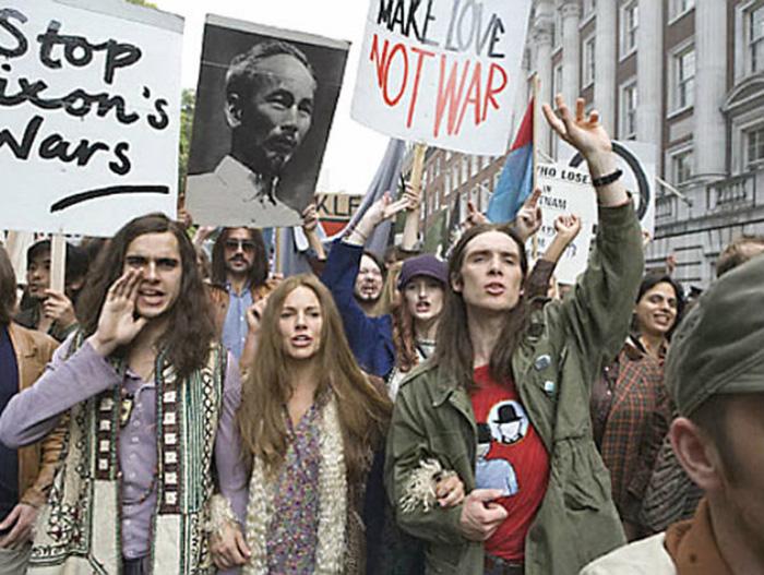 Протесты против войны во Вьетнаме. Кадр из фильма «Хиппи Хиппи Шейк», 2007 год.