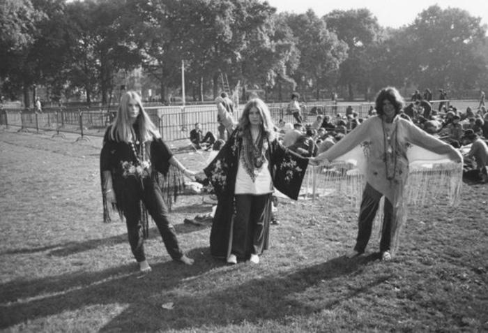 Хиппи в 60-е годы.