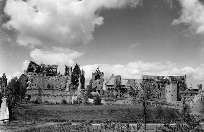 Замок Мальборк после Второй мировой войны.
